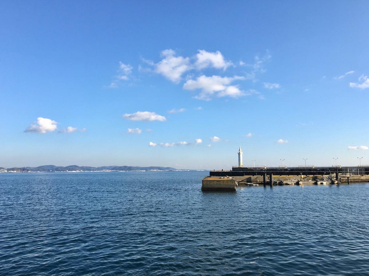 [神奈川県江ノ島] ヨットハーバーで海を眺めるスポット『さざえ島』